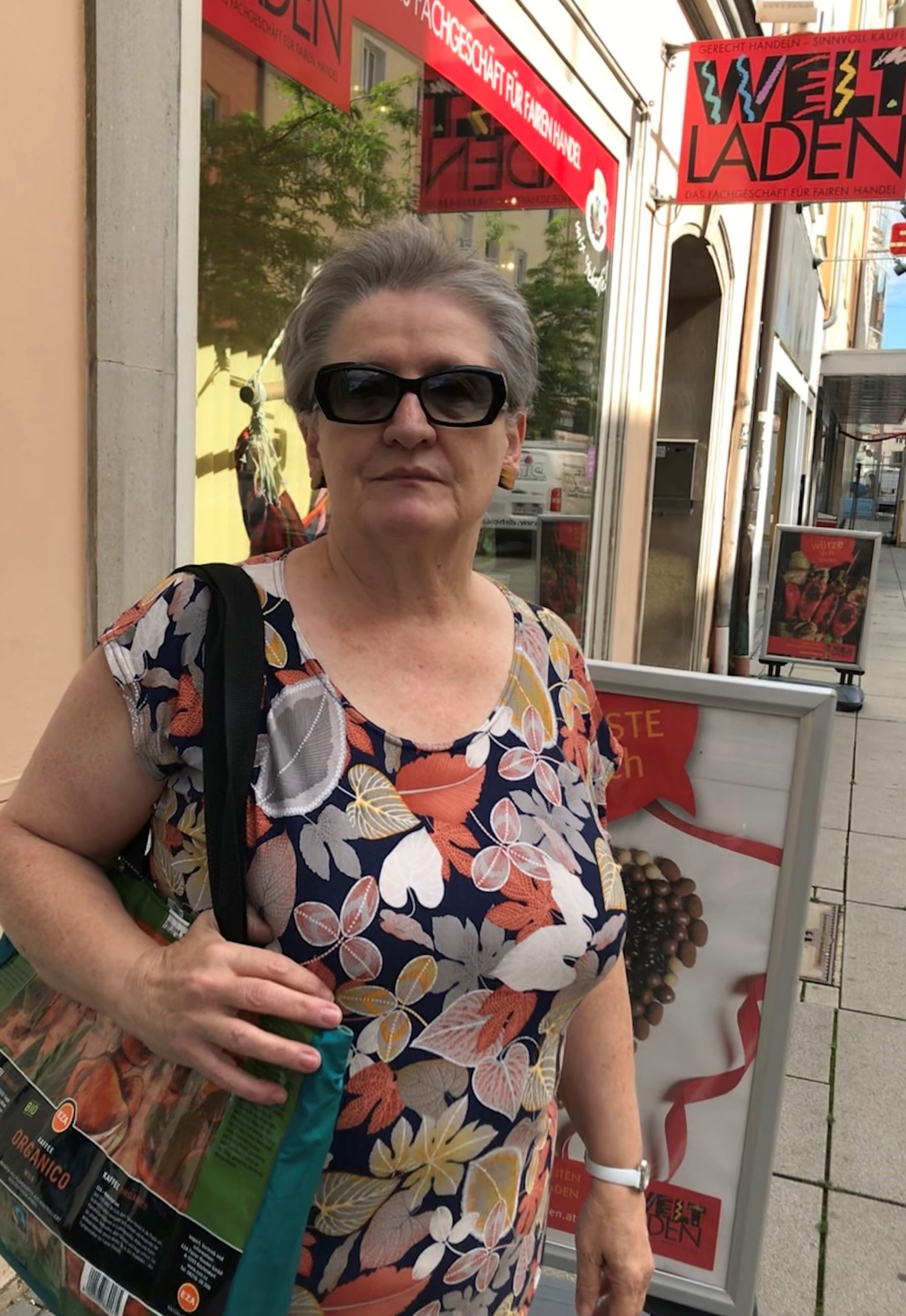 Mitarbeiterin im Weltladen Wr. Neustadt